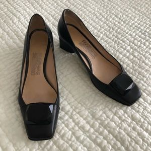 Salvatore Ferragamo black pumps 8AA